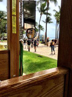 °Mit dem offenen Touristenbus unterwegs. War sehr lustig, da unser Fahrer auf ca 4 Sprachen dauernd Späße machte.... & natürlich sieht man auch viel ... °On the road with the open tourist bus. Was very funny, .... & of course you can see a lot. Ramen Restaurant, Tolle Hotels, The Road, Der Bus, Am Meer, Hawaii, Languages, Tours, Explore