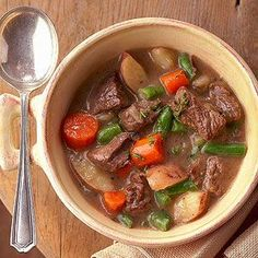 Skinny Hearty Vegetable-Beef Stew Down a big dose of veggies in this mouthwatering beef stew. To make this hearty soup healthier, we've used reduced-fat cream of mushroom soup and low-sodium beef broth. Healthy Slow Cooker, Slow Cooker Soup, Slow Cooker Recipes, Crockpot Recipes, Cooking Recipes, Cooking Time, Pastas Recipes, Soup Recipes, Recipies