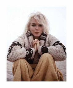 """Marilyn Monroe On Santa Monica Beach 1962 Marilyn Monroe photographed by George Barris """"I could see a sadness in her eyes; she had learned to smile, laugh and clown, even though her heart was breaking"""" ~ George Barris, on their photos at the beach. Marylin Monroe, Marilyn Monroe No Makeup, Marilyn Monroe Wedding, Divas, Brigitte Bardot, My Week With Marilyn, Emmanuelle Béart, George Peppard, Exposition Photo"""