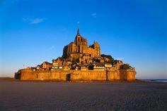 2° POSTO Mont Saint-Michel, Normandia, Francia LA SUA PARTICOLARITÀ: un castello medievale arroccato su una minuscola isola in mezzo al mare