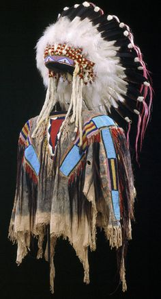 Man's Shirt and War bonnet, circa from the Crow tribe, one of the articles in the Detroit Institute of Arts's Native- American Art Collection. Photo courtesy of Detroit Institute of Arts Native American Regalia, Native American Shirts, Native American Beauty, Native American Crafts, Native American Artifacts, American Indian Art, Native American History, American Indians, American Symbols
