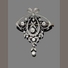 A belle époque diamond brooch/pendant