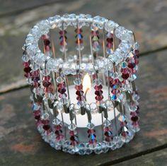 Basteln Sie sich ein Teelichthalter mit Perlen für Weihnachten!