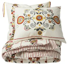 ÅKERKULLA duvet set - Its pattern was inspired by traditional Swedish wreaths and medallions. Switch up the look by flipping to its contrasting side.