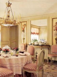 Disregard the rest of this beautiful dining room. I'm pinning this for the round tablecloth. I need this kind of tablecloth for round tables at the wedding. Details.
