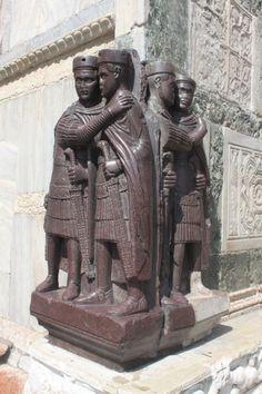Siglo III d. C. en pórfido, material procedente probablemente de las canteras de Egipto. (Tema 1 caída del Imperio de Occidente - UNED)