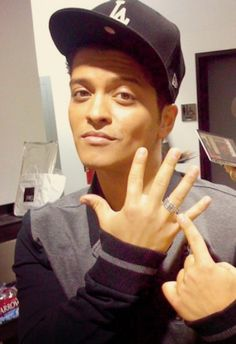 Is this how he will look with his wedding band after he's married?awww! Love him!