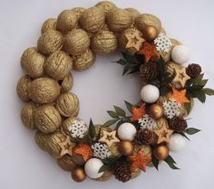Natural Fruits Wreath Winter Decoration- Natural Fruits Wreath Winter Decoration- DIY HOLIDAY WREATH ❄️ Such a lovely decoration for the Winter holidays!❄️ By: 30 Unique Wreaths to Make This Holiday Season Decoration Christmas, Christmas Centerpieces, Christmas Wreaths, Christmas Crafts, Christmas Ornaments, Holiday Decor, Christmas Candle, Home Crafts, Diy And Crafts
