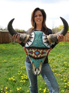 Buffalo Skull made by my idol Jana Waller! Bull Skulls, Deer Skulls, Animal Skulls, Longhorn Skulls, Cow Skull Decor, Cow Skull Art, Painted Cow Skulls, Buffalo Skull, Crane