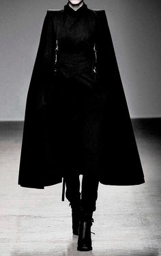 Nicolas Andreas Taralis F/W 2010 Outfits Inspiration, Mode Inspiration, Dark Fashion, High Fashion, Fashion Tips, Fashion Essentials, Petite Fashion, 70s Fashion, Korean Fashion