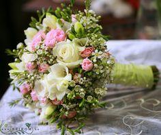 Esküvő menyasszonyi csokor - Szirom Bridal Flowers, Pink Flowers, Floral Wedding, Wedding Bouquets, Flower Centerpieces, Bridal Style, Flower Power, Floral Arrangements, Beautiful Flowers