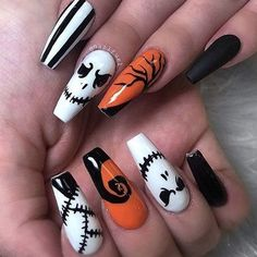 Besides for customs, modelings, nails are also a big part for women during Halloween. A kind of suitable manicure will help you stand out. Halloween nails are a funny measure to catch your friends eyes. Ongles Gel Halloween, Halloween Acrylic Nails, Best Acrylic Nails, Acrylic Nail Designs, Nail Art Designs, Nails Design, Holloween Nails, Cute Halloween Nails, Halloween Nail Designs