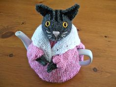 Ravelry: ShannonBayKnits' Grey Tabby tea cozy Crochet Cross, Hand Crochet, Crochet Granny, Animal Knitting Patterns, Scarf Patterns, Teapot Cover, Knitted Tea Cosies, Finger Knitting, Free Knitting