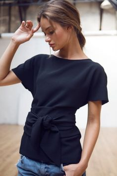 Timeless – Black Mylène Top – La Belle Lutetia – – Intemporels – Top Mylène noir If this image inspires you, we have a full range of haberdashery to make it happen. Mode Style, Style Me, Look Fashion, Womens Fashion, Fashion Trends, Latest Fashion, Trop Top, Couture Tops, Mode Inspiration