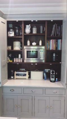 Butler cupboard Kitchen Furniture, Kitchen Dining, Furniture Design, Kitchen Cabinets, Dining Room, Home Organisation, Kitchen Organization, China Cabinet, My Dream Home