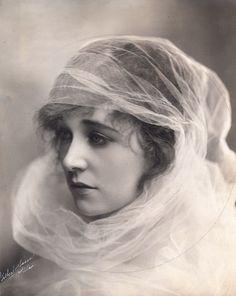 Ethel Clayton (1882-1966). Actriz estelar de la época del cine mudo americano.
