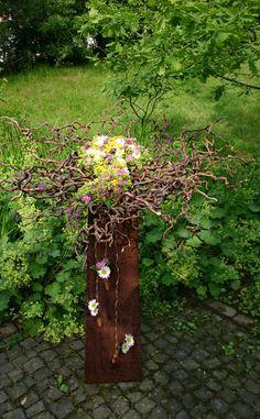 Plate of corkscrew hazel and meadow flowers. maple leaf - All About Women Corkscrew Hazel, Small Balcony Decor, Garden Stairs, Meadow Flowers, Garden Features, Flower Photos, Flower Decorations, Garden Art, Garden Landscaping