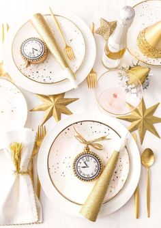Gorgeous New Years Eve Table Decoration Ideas For Your Party 40 New Years Eve Party Ideas Food, New Year's Eve Party Themes, New Years Eve Food, New Years Eve Dinner, New Years Eve Decorations, Party Table Decorations, Christmas Table Decorations, Decoration Table, Christmas Ideas