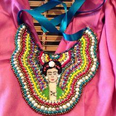 Collar bordado a mano Frida Kahlo. Matlove Artesanal Monica Cidrian