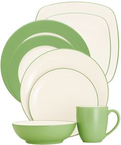 Colorwave Apple by Noritake. #dinnerware #wedding #registry #tablescape #mixandmatch #tabletop #apple #green