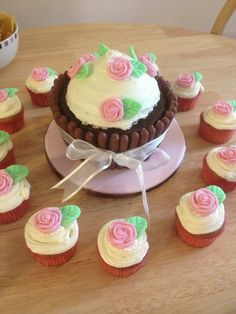 Giant chocolate cupcake and little cupcakes with roses
