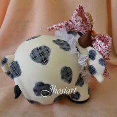 Pote Vaquinha | Art Minha - Biscuit | Elo7 Polymer Clay Christmas, Cute Clay, Pasta Flexible, Cold Porcelain, Paper Mache, Mascara, Miniatures, Diy Crafts, Desserts