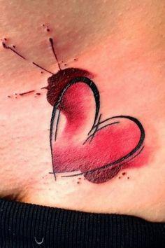Un petit tatouage en forme de coeur au creux du poignet pour déclarer sa flamme.