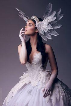 Feathered Wings bridal headpiece Natalie 2 by Fairytas on DeviantArt Foto Fantasy, Fantasy Dress, Fantasy Model, Disfraz Katy Perry, Mode Baroque, Fashion Show, Fashion Design, Headdress, Costume Design
