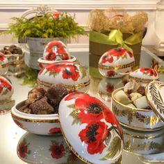 Presente de Páscoa - Ovos de porcelana pintados à mão - pintura de flores, papoula vermelha, com dourado ( Ovos da Maria Guimarães )