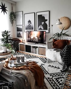 Retro Vintage Decoration: The Secrets For A Better Interior Design Mixture of patterns decor, monochrome decor, bedroom decor, rust details with monochrome bedroom - Beliebt Dekoration Vintage Wohnung Boho Living Room, Bedroom Design, Room Inspiration, Interior Design Bedroom, Bedroom Decor, House Interior, Room Interior, Home Decor Outlet, Apartment Decor