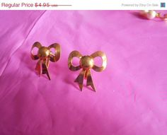 SPRING SALE Vintage ribbon Bow Screw back by VintageVarietyFinds