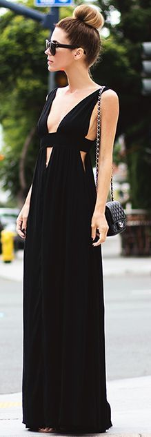 City Street style: perfect black maxi dress The LOOK BOOK by Babz Look Fashion, Fashion Beauty, Womens Fashion, Fashion Black, Fashion 2018, Fashion Trends, Winter Mode, Mode Inspiration, Mode Style