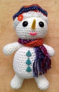 Holiday Snowman This is an adorable easy crochet pattern to make and show off for the holidays. I love the simplicity of the pattern and the possibility to embellish with festive colors, and d...