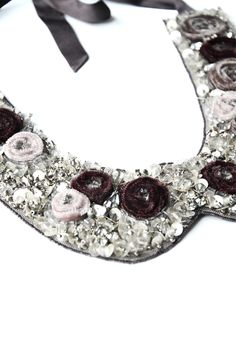 Collar made of red velvet flowers with lacing at the back | Anne Fontaine