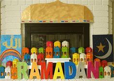 ramadan is de vastenmaand en als de ramadan voorbij is gaan we suikerfeest vieren.