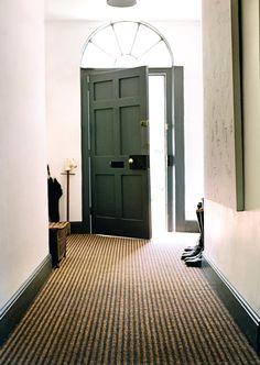 Coir and sisal I kókusz - szizál szőnyegpadló Decor, Hallway Decorating, Stair Runner Carpet, Natural Flooring, Entry Way Design, Rugs On Carpet, Diy Carpet, Flooring, Sisal Flooring