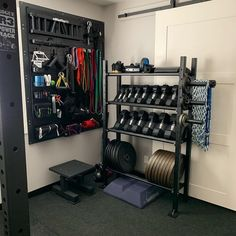 When building a home gym on a budget, determining what equipment to buy and where to put things can be difficult. So, to give you some inspiration, here are the 10 best budget home gym setups we've encountered. Home Gym Basement, Home Gym Garage, Diy Home Gym, Gym Room At Home, Home Gym Decor, Man Cave Garage, Crossfit Garage Gym, Garage Office, Workout Room Home
