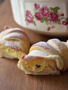 Pruhované rohlíky – PEKÁRNOMÁNIE Doughnut, Banana Bread, Hamburger, Treats, Sweet, Food, Buns, Sweet Like Candy, Candy