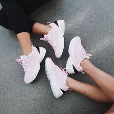Nike Tekno sisters By - Stylist Womenan Sneakers Addict, Sneakers Fashion, Sneakers Nike, Hypebeast Women, Sneaker Store, Baskets, Trends, Nike Huarache, Shoes Sandals