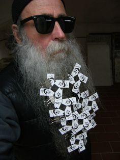 BEARD GALLERY - Opere di Antonio Gómez García installate sulla mia barba (Galleria Pensile)