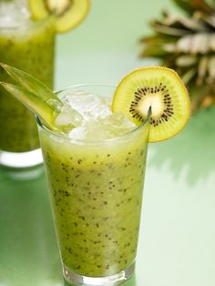 Aloe Vera Kiwi Mint Green Detox Smoothie (can decrease the aloe juice - 2 tbsp) Kiwi Smoothie, Smoothie Detox, Green Smoothie Recipes, Smoothie Drinks, Healthy Smoothies, Healthy Drinks, Green Smoothies, Healthy Food, Milk Shakes