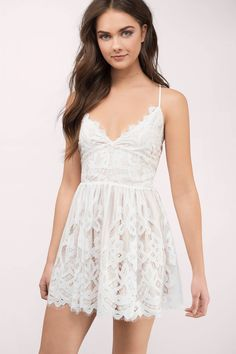 Romantic Dreamers Womens Strappy Back Allover Lace Skater Dress