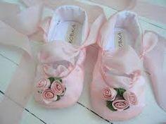 Resultado de imagem para moldes de sapatinhos de bebe em tecido em tamanho real para imprimir