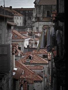 Gęsto zabudowane miasto Dubrovnik. Fot. Rafał Kuranowski