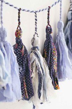 Make with scrap fabric Plum & Bow Venee Tassel Garland Banner - Urban Outfitters Diy Tassel, Tassel Garland, Tassels, Creation Couture, Diy Décoration, Fabric Scraps, Scrap Fabric, Fabric Shop, Dorm Decorations