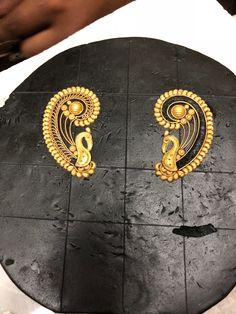 Gold Jhumka Earrings, Indian Jewelry Earrings, Indian Jewelry Sets, Gold Ring Designs, Gold Earrings Designs, Necklace Designs, Jewelry Shop, Pendant Jewelry, Jewelry Design