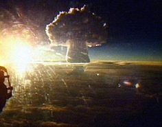 The world's largest nuclear test, the Tsar Bomba, leaves behind a high mushroom cloud, Novaya Zemlya, October Bomba Nuclear, Nuclear Test, Nuclear Bomb, Gaia, Big Bomb, Mushroom Cloud, Nuclear Winter, Rare Historical Photos, Weapon Of Mass Destruction