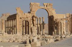 Palmira-Siria-Larco-di-Settimio-Severo-nella-via-colonnata-di-Palmira.jpg (1263×827)