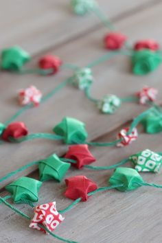 diy origami star garland from www.alyssaandcarla.com