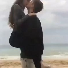 Couple S'embrassant, Cute Love Couple, Cute Couple Videos, Cute Couple Pictures, Cute Love Songs, Romantic Pictures, Romantic Couple Kissing, Cute Couples Kissing, Cute Couples Goals